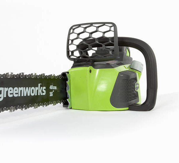 The G-MAX 40V 16-Inch Battery Powered Chainsaw Features At-A-Glance: